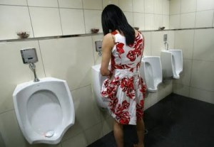 cross-dressing-peeing